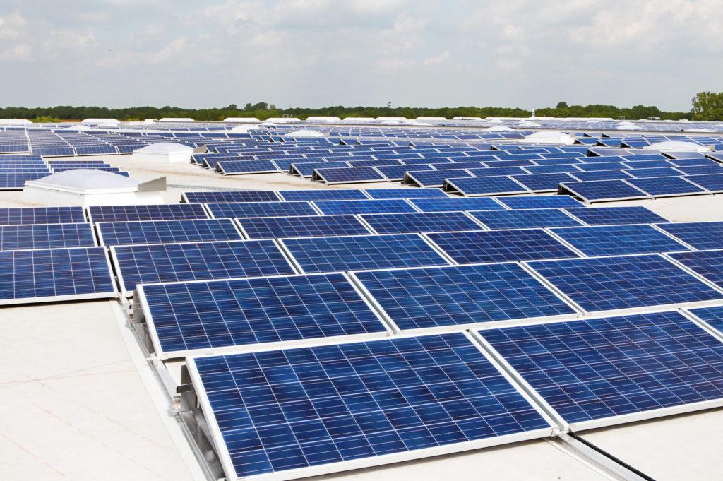 Die größte PV-Dachanlage in der Region Hannover und eine der größten Anlagen in ganz Niedersachsen zum Zeitpunkt der Fertigstellung.