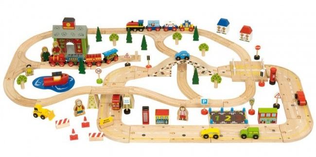 drveni-vlak-i-ceste